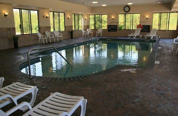 Hampton-Inn-Baton-Rouge-Piscine-Interieur