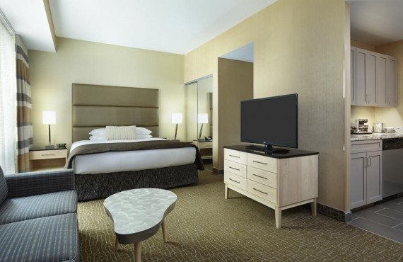 6-doubletree-center-city-suite.jpg