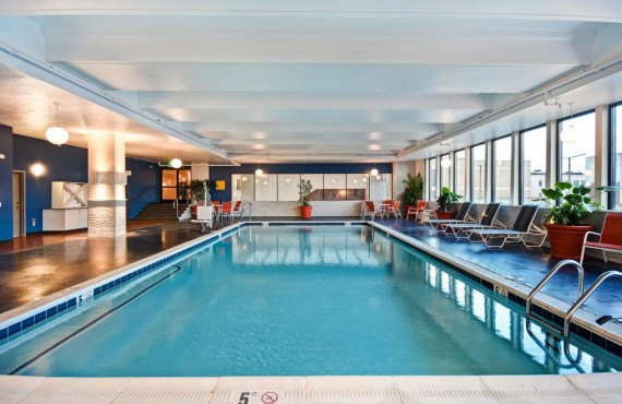 6-holiday-inn-lancaster-piscine.jpg