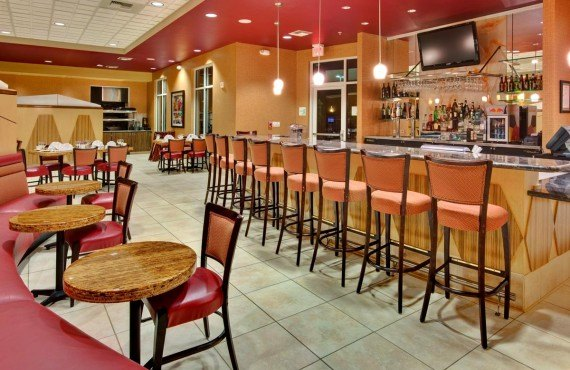 6-holiday-inn-suites-bakersfield-bar-lounge