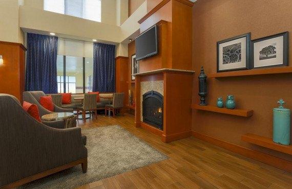 Hampton Inn New Haven - Lobby