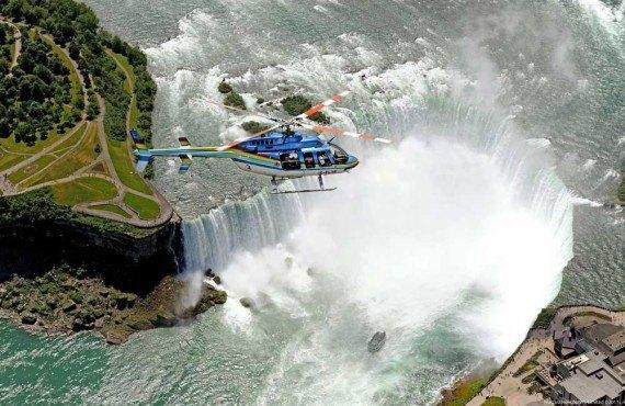 Survol des chutes en hélicoptère