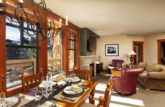 Condo 2 chambres - cuisine, salon
