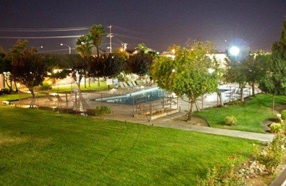 Ashlan Inn Fresno - Cour arrière