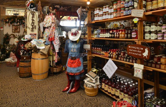 Buffalo Bill Cabin Village - Boutique souvenirs