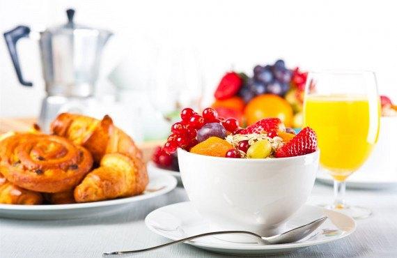 Le petit déjeuner - iStock-112150891