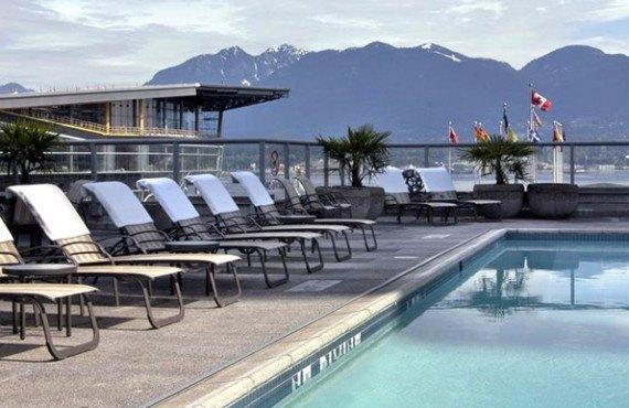 7-fairmont-waterfront-piscine