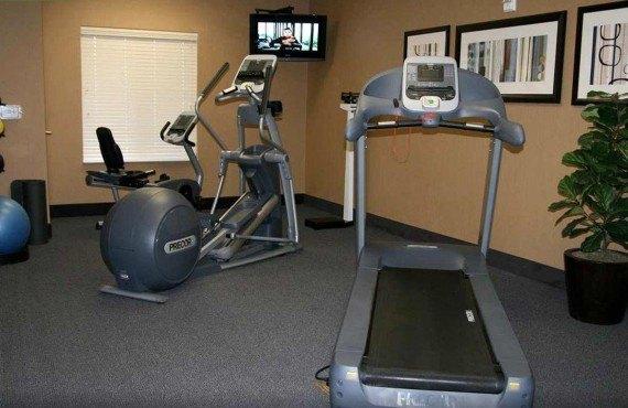 7-hampton-inn-barstow-gym