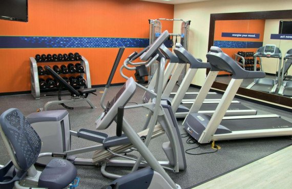 7-hampton-inn-cortez-gym.jpg