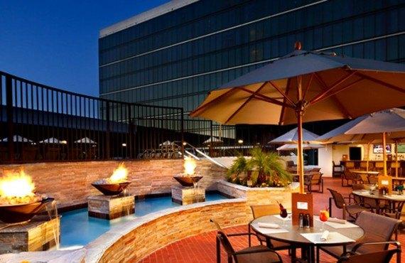 Hilton Anaheim - Bar grill