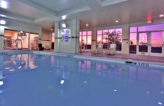 7-holiday-inn-suites-bakersfield-pool