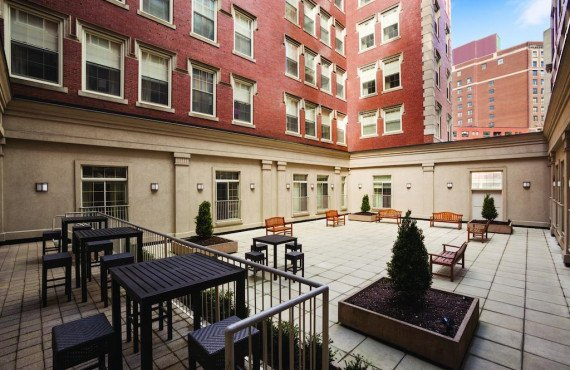 8-doubletree-boston-terrasse.jpg