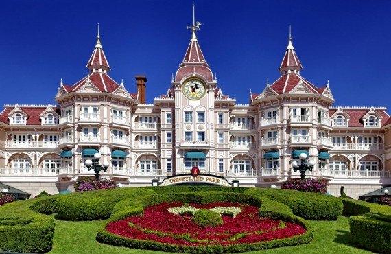 L'entrée du parc de Disneyland