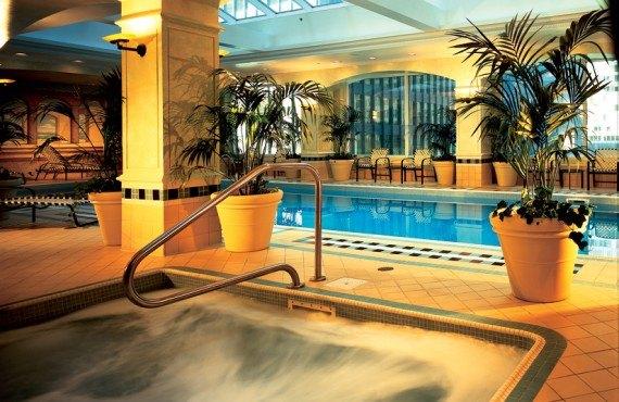 8-fairmont-royal-york-piscine