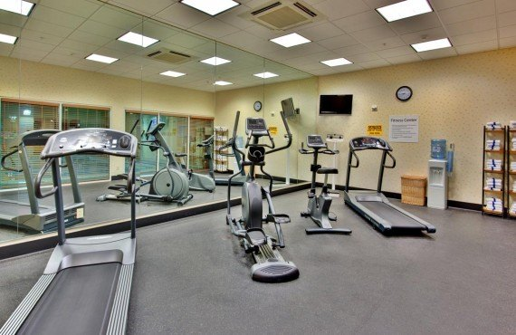 8-holiday-inn-suites-bakersfield-gym
