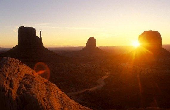 Le soleil se couche toujours à l'ouest