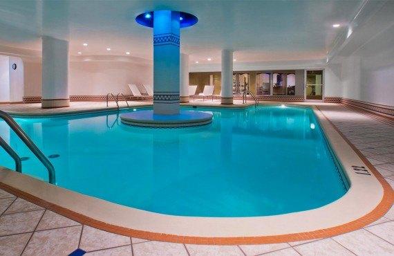 8-manoir-victoria-pool