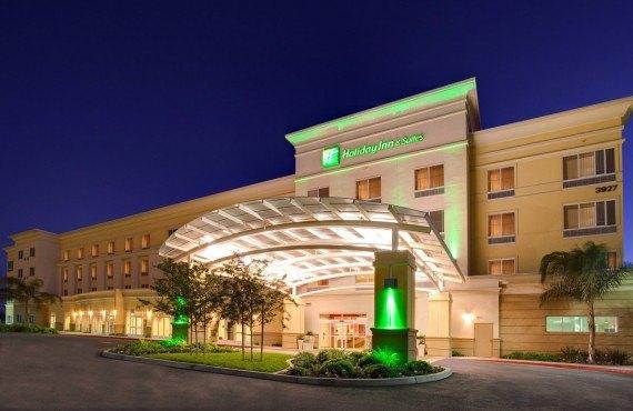 Holiday Inn & Suites Bakersfield - Bakerfield, CA