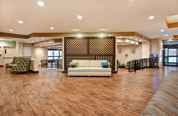 92-holiday-inn-lancaster-lobby.jpg