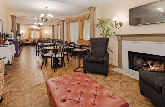 bw-victorian-inn-lobby.jpg