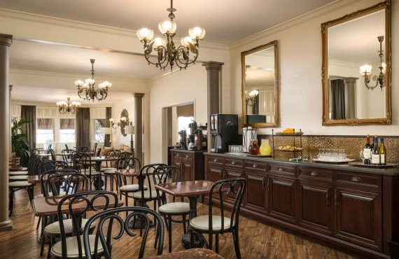 bw-victorian-inn-salle-a-manger.jpg