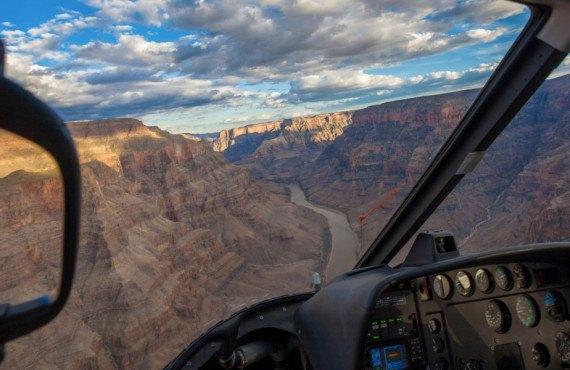 Vue sur le Grand Canyon à bord d'un hélicoptère