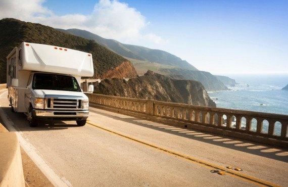 Camping-car sur la Route 1 en Californie