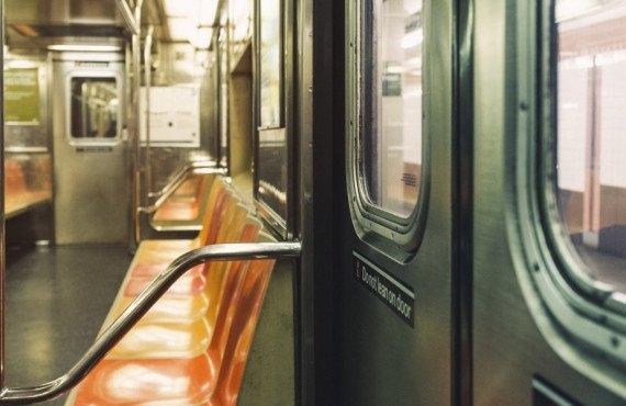 Intérieur wagon métro New York