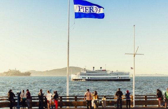 Touristes au Pier 38 à Fisherman's Wharf