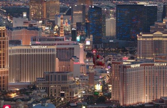 Survol de la Strip en hélicoptère