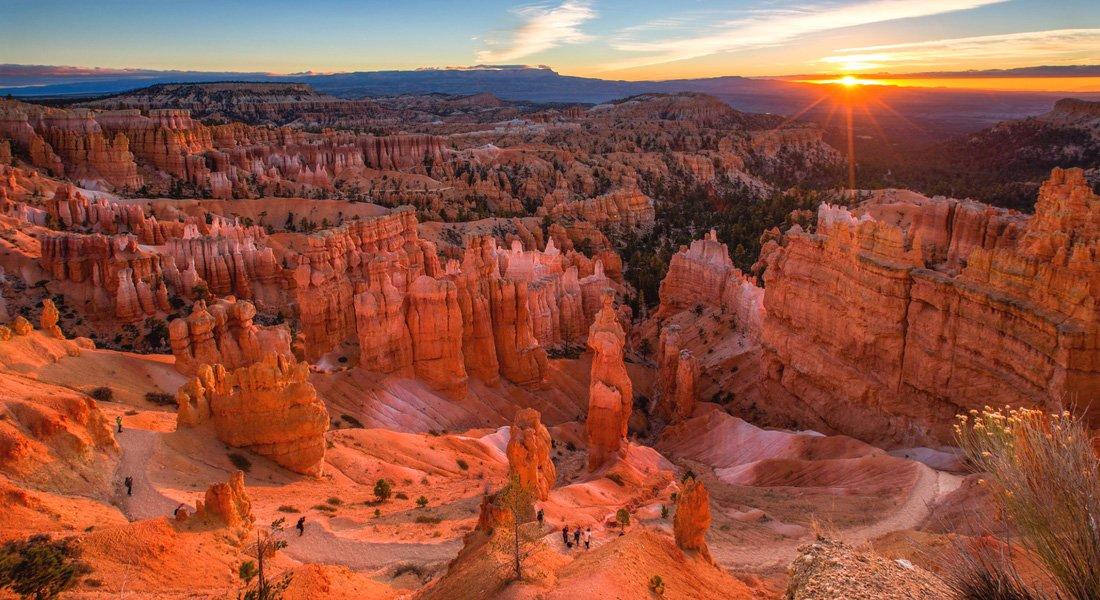 Lever de soleil dans le parc nation de Bryce Canyon