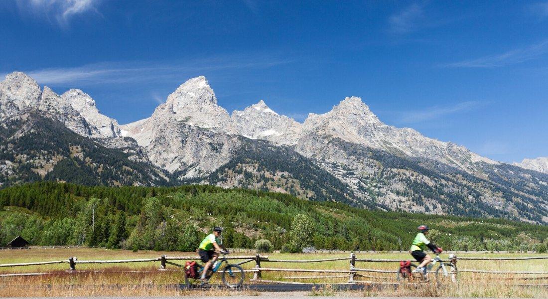 Cyclistes dans le parc national de Grand Teton