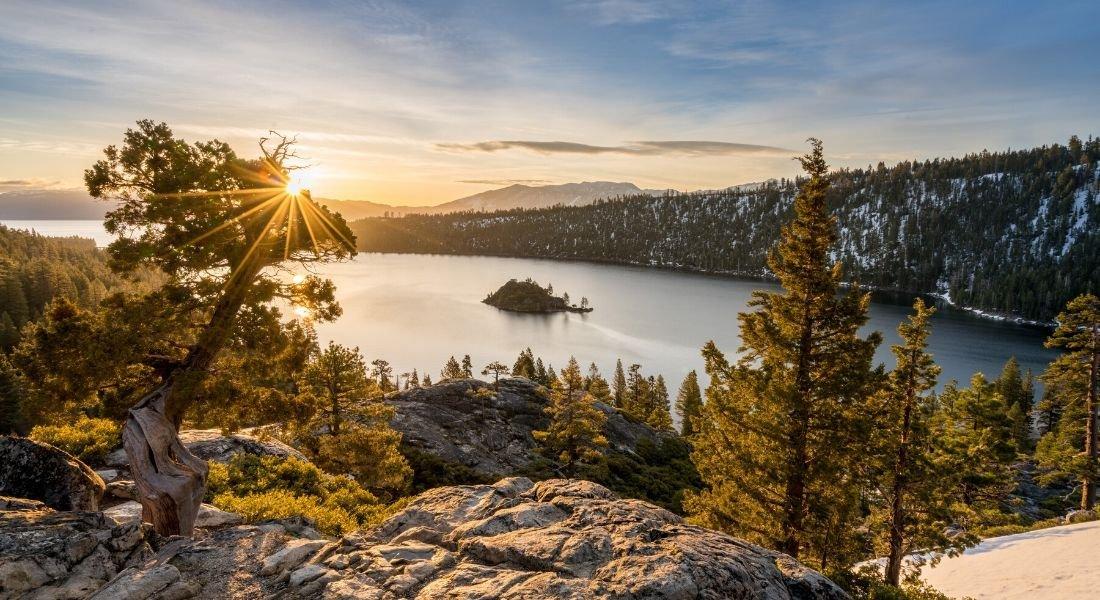 Lever du soleil à Emerald Bay au Lac Tahoe