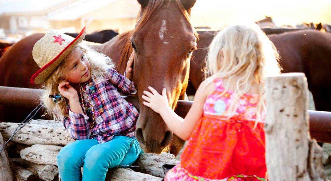 Équitation en famille au Tanque Verde Ranch