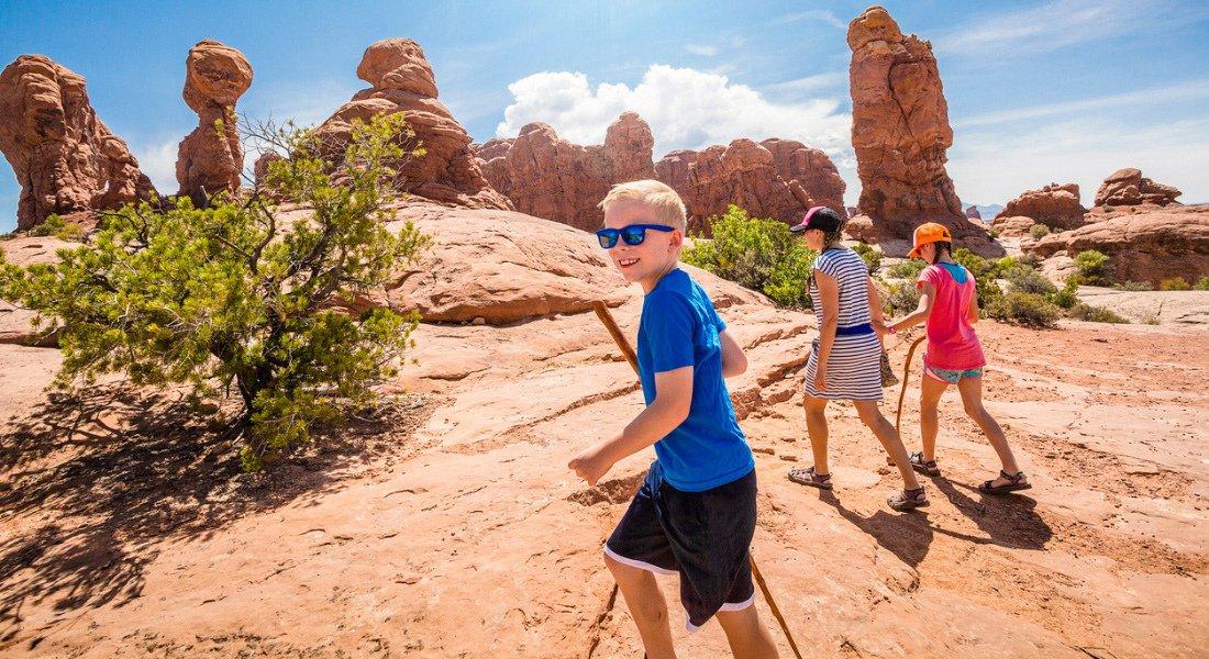 Randonnée en famille dans le parc national des Arches