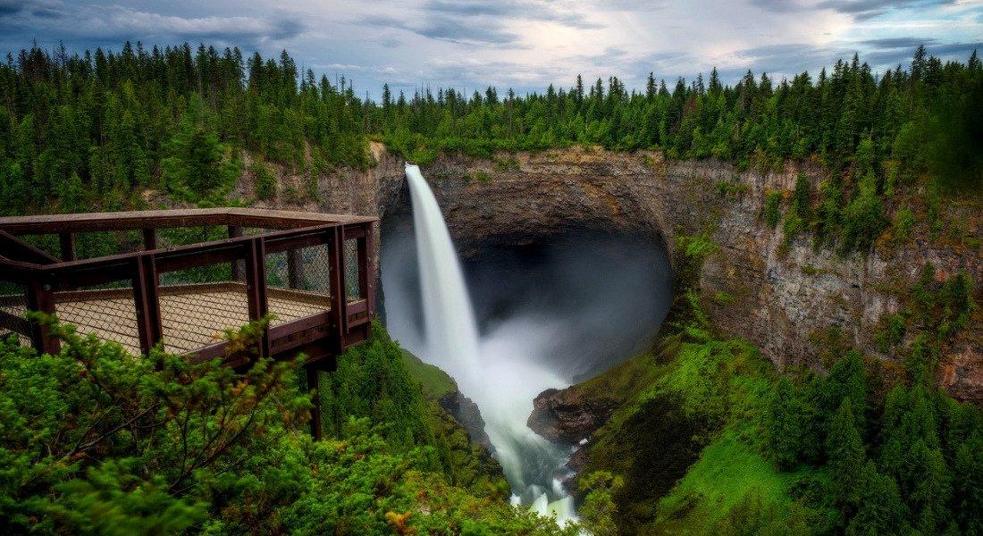Helmken Falls dans le parc national de Wells Gray