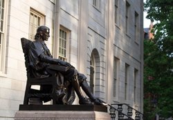 Statue de John Harvard, Cambridge