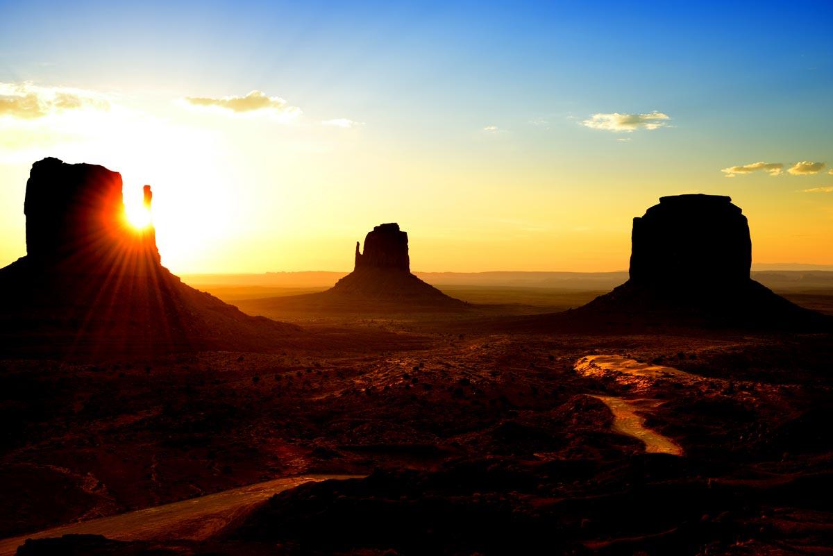Guide voyage de monument valley quoi faire o manger - Le soleil se couche a l ouest ...