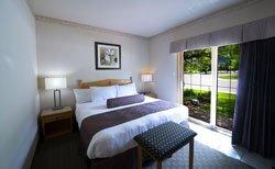 Waterton Glacier Suites - Suite lit King