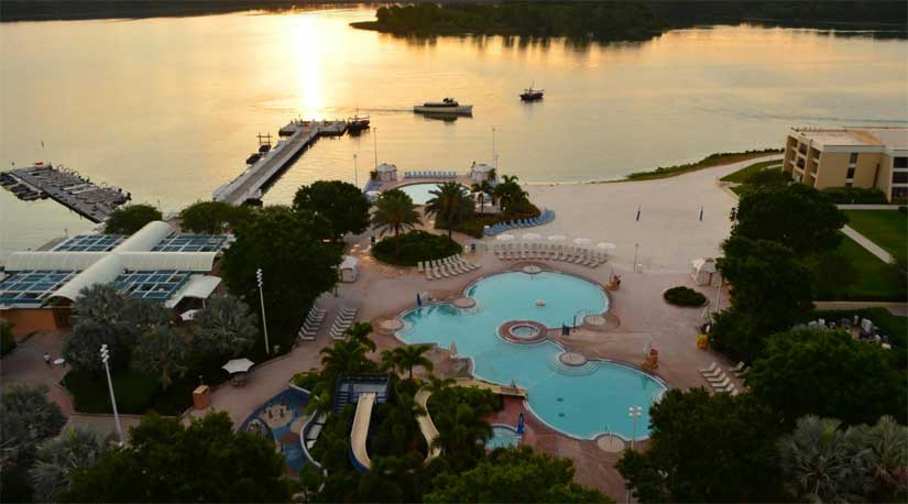 Disneys_Contemporary_Resort-Piscines