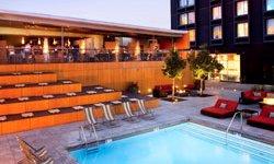 Custom Hotel - piscine
