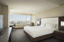 Chambre avec vue sur la ville