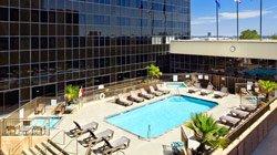 Hilton Los Angeles Airport - Piscine extérieure et bain à remous