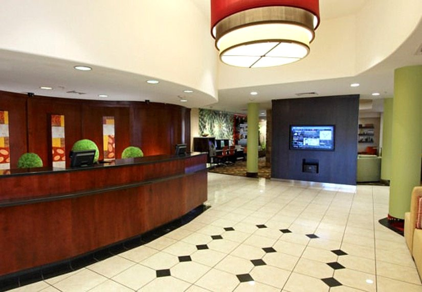 Courtyard by Marriott - Lobby