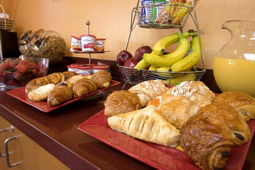 Mariposa Inn & Suites - Petit-déjeuner