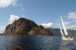 Nuitée en voilier sur le fjord