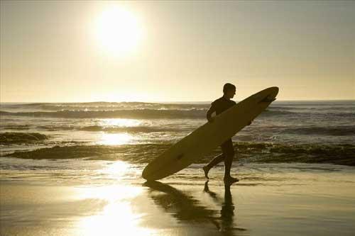 Surfer sur les plages de San Diego
